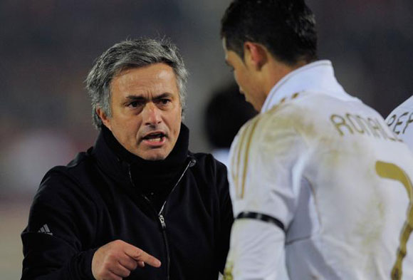 """Mourinho chỉ toàn làm """"trò"""" tại Real!"""