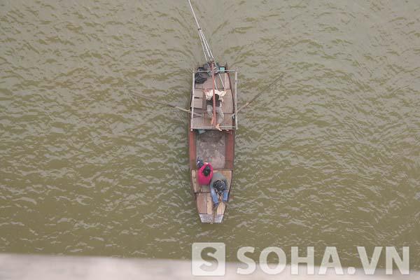 Cuộc tìm kiếm của các nhà khoa học vẫn tiếp tục trong ngày 9/12 để xác định vị trí thi thể chị Lê Thị Thanh Huyền
