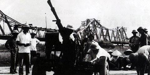 Pháo cao xạ bảo vệ cầu Long Biên trong những năm kháng chiến chống Mỹ