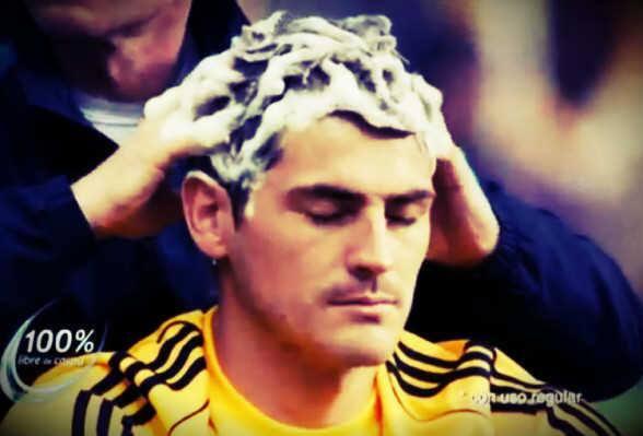 Đây là việc Casillas làm trong suốt trận đấu với Mexico
