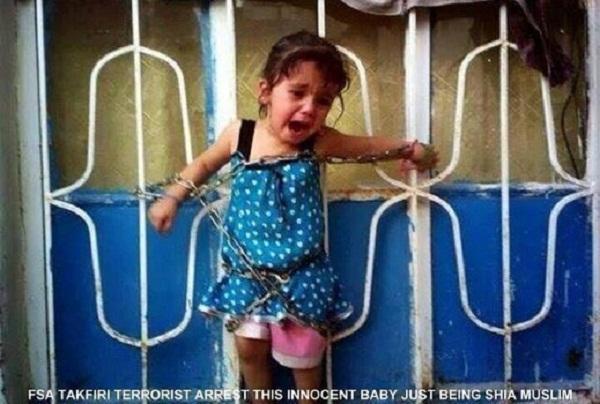 Bức ảnh bé gái bị xích vào hàng rào, gào khóc chứng kiến cảnh bố mẹ bị hành quyết