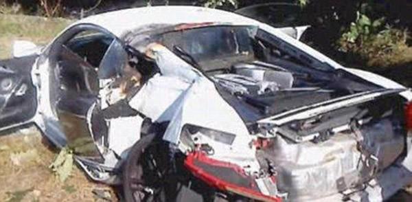 """Choáng với những siêu xe """"nát bét"""" sau tai nạn"""