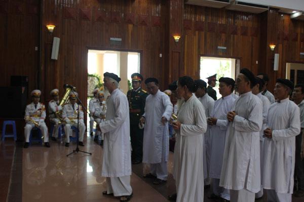Đoàn đại biểu Phật giáo Huế viếng Đại tướng.