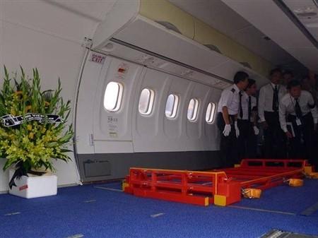 Bên trong chiếc ATR 72 chở linh cữu Đại tướng. Ảnh: Tiền phong