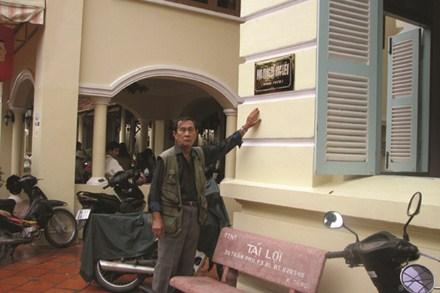 Con trai Công tử Bạc Liêu bên ngôi nhà của Công tử Bạc Liêu (nay là khách sạn Công tử Bạc Liêu).