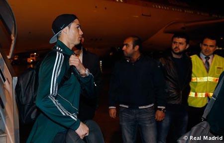 Coi thường Galatasaray, Cris Ronaldo bỏ khách sạn tìm vui