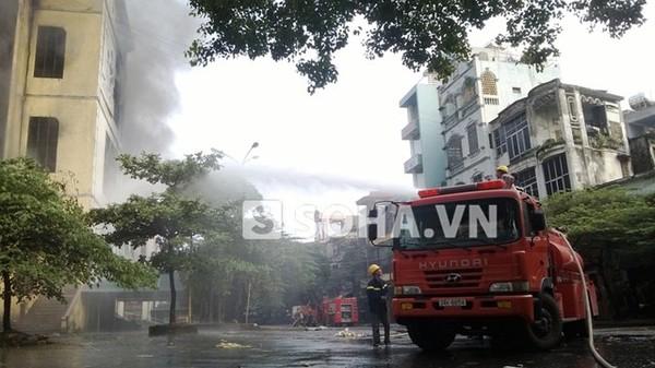 Xe cứu hỏa được huy động tới hiện trường.