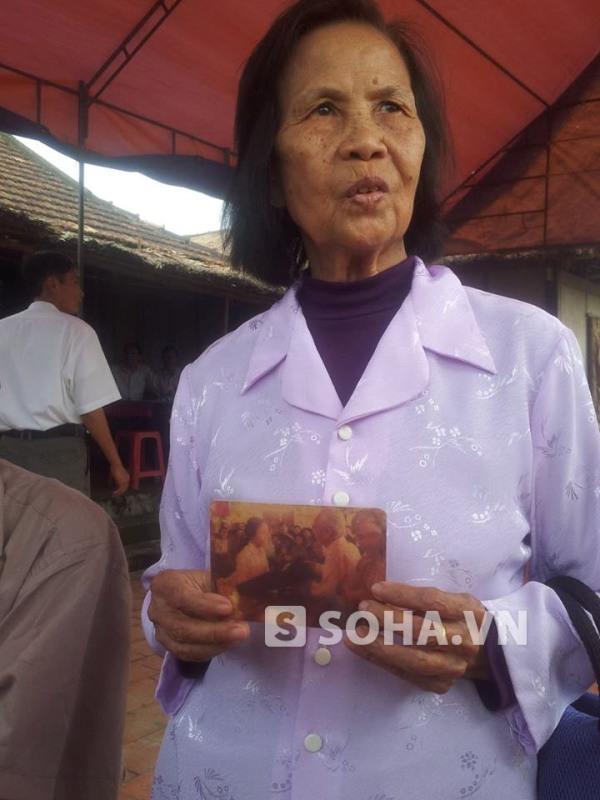 Bà Bùi Thị Dậu xúc động kể lại kỷ niệm không thể nào quên khi được chụp ảnh cùng Đại tướng