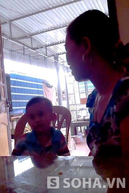 Chị Thanh và bé Nhật Minh