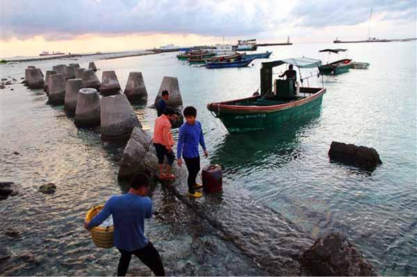 Kè biển do Trung Quốc xây dựng trái phép trên đảo Phú Lâm, Hoàng Sa.