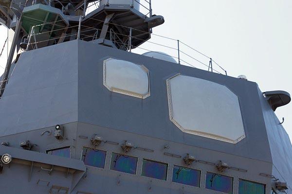 Cận cảnh radar băng tần kép OPS-20C được trang bị trên tàu khu trục Akizuki.