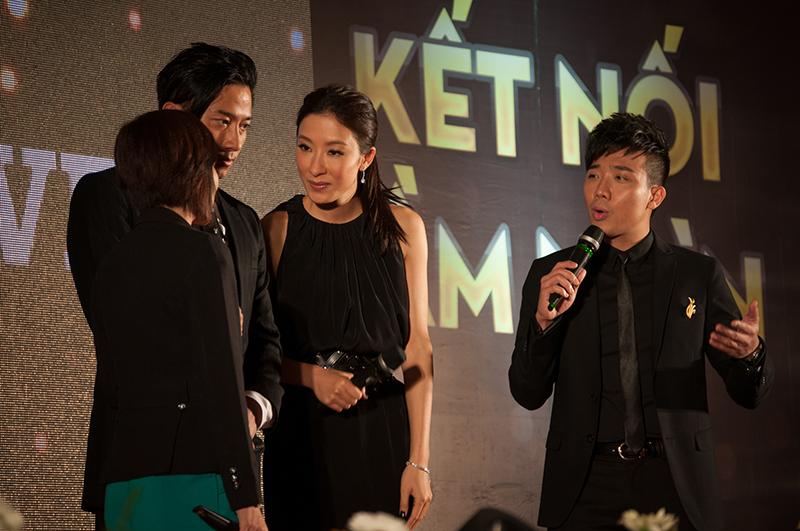 Giao lưu trong chương trình Ngô Trác Hy và Dương Di đã có những lời khen có cánh dành cho phụ nữ cũng như đàn ông người Việt trong mắt họ đều rất đẹp trai và xinh gái.