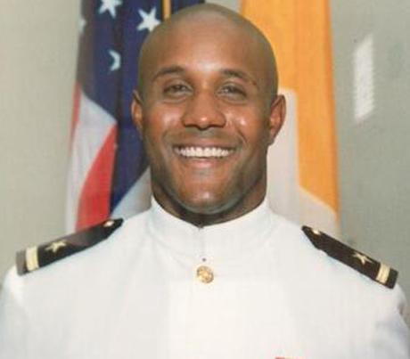 Mỹ treo thưởng triệu USD để bắt cựu cảnh sát giết người