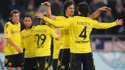 Liệu CĐV Dortmund còn được chứng kiến hình ảnh thân thiết của cặp trung vệ Mats Hummels - Neven Subotic?