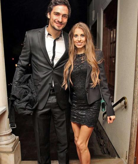 Hình ảnh hạnh phúc của Mats Hummels và bạn gái
