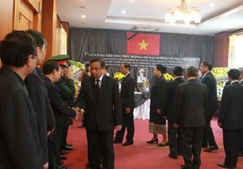 Nhiều đoàn đại biểu cấp cao tới viếng Đại tướng.