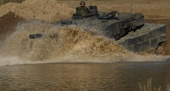 Xe tăng chiến đấu chủ lực Leopard 2 A6 tham gia cuộc tập trận.