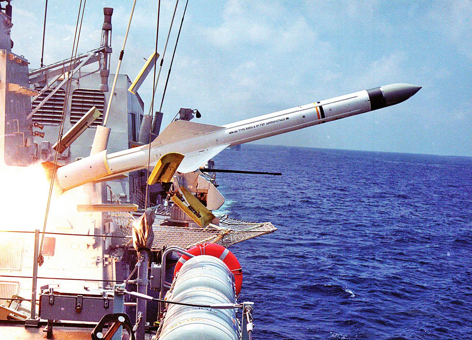 Tên lửa Exocet MM40 Block 2 phóng từ tàu mặt nước