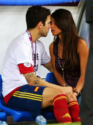 Fabregas lên chức cha ngay giữa trận Barca 1-1 PSG