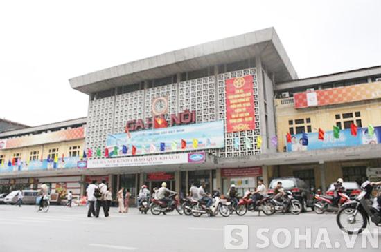 Ga Hà Nội là điểm bán vé tàu và có lưu lượng hành khách lớn nhất của miền Bắc.
