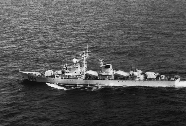 Tàu khu trục nhỏ Type-053 của hạm đội Nam Hải những năm 1980.