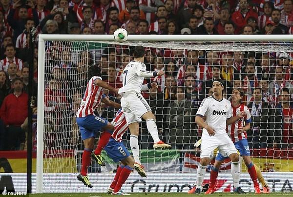 C.Ronaldo ghi bàn thắng mở tỷ số cho Real Madrid trong trận chung kết Cúp Nhà Vua