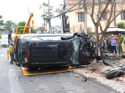 Hiện trường vụ tai nạn làm 1 người chết, 3 người bị thương.