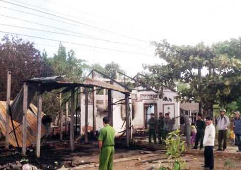 Đang ăn Tết, 4 căn nhà bị thiêu rụi