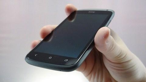 Người dùng HTC One S bức xúc vì bị bỏ rơi