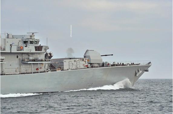 Block 2/3 MM40 phóng đi từ kinh hạm KD Hang Tuah