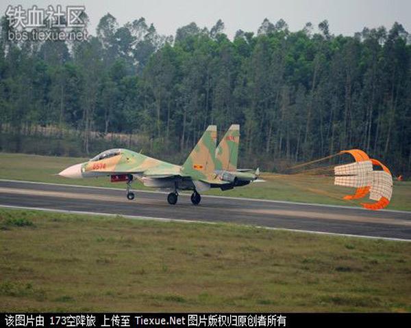 Những chiếc Su-30MK2V này là loạt máy bay tiêm kích chiến đấu nằm trong hợp đồng mua máy bay năm 2010, Việt Nam tiếp tục đặt mua thêm 12 máy bay Su-30MK2V nữa với giá trị 1 tỷ USD. Tất cả các hợp đồng nói trên dự kiến sẽ chuyển giao đầy đủ cho Việt Nam vào năm 2012. Tính đến năm 2012, Không quân Việt Nam sẽ có khoảng 32 chiếc Su-30MK2, biến thể được thiết kế để thực hiện các nhiệm vụ tác chiến trên biển