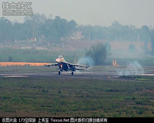 Cận cảnh Phi công Việt Nam điều khiển những chiếc Su-30 MK2V mới nhất của Không quân Việt Nam