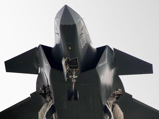 Tuy nhiên, giới chuyên gia vũ khí trên thế giới nhận định đây là một mẫu máy bay sao chép, thiết kế lai tạp với nhiều điểm giống Su-47 (cánh phụ), F-22 (cánh chính, mũi máy bay) và PAK FA(cánh đuôi song song và cánh tà).