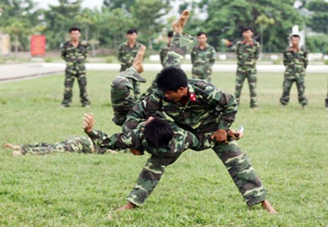 Vừa qua, Đặc công quân khu 9 tổ chức huấn luyện, sẵn sàng chiến đấu, chống khủng bố, bảo vệ các mục tiêu trọng yếu tại Đồng bằng sông Cửu Long.