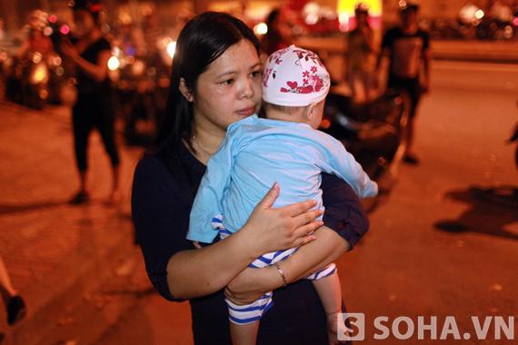 13/10/2013 - Đêm của nước mắt trước số nhà 30 Hoàng Diệu