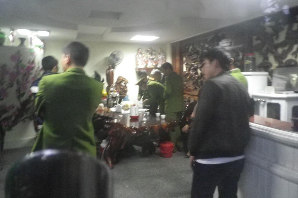 Công an đang khám xét nhà Nguyễn Trọng Hưng.