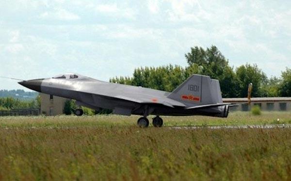 Hình ảnh được cho là tiêm kích cất hạ cánh ngắn và thẳng đứng J-18 do Globalsecurity cung cấp.