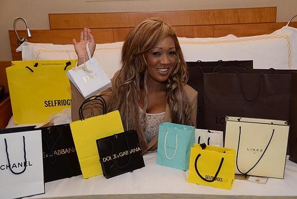 Gina Rio nổi tiếng tiêu tiền như rác