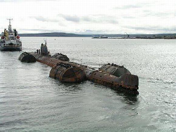 K-159 gặp nạn khi đang được kéo về bãi phế liệu ở cảng Polyarny
