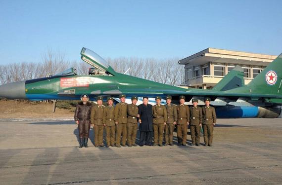 Chủ tịch Kim và tiêm kích MiG-29.