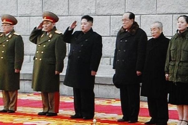 Kim Jong Un và các lãnh đạo cao cấp của Triều Tiên trong lễ tang nhà ông Kim Jong Il.