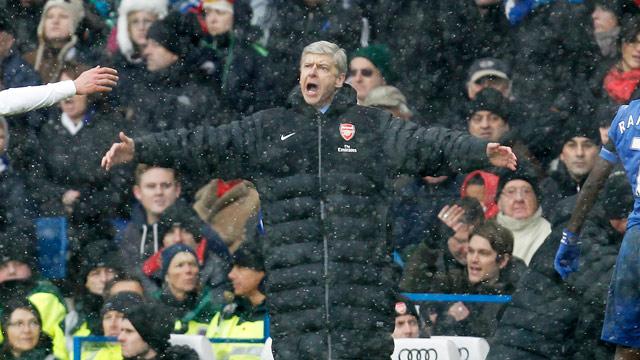 Wenger đang rất cay cú