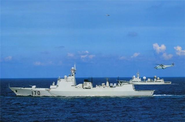Tàu Lan Châu 170 thuộc Type 052C lớp Lữ Dương II tham gia tập trận ở biển Đông