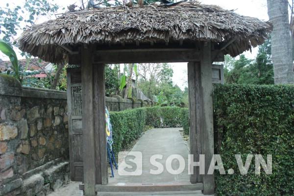 Cổng nhà Đại tướng ở quê hương Lệ Thủy.