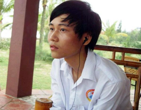 Lê Xuân Hoàng - lớp 12, THPT Lương Đắc Bằng, Hoằng Hóa, Thanh Hóa trở thành thủ khoa ĐH Thủy Lợi với số điểm 27,25.