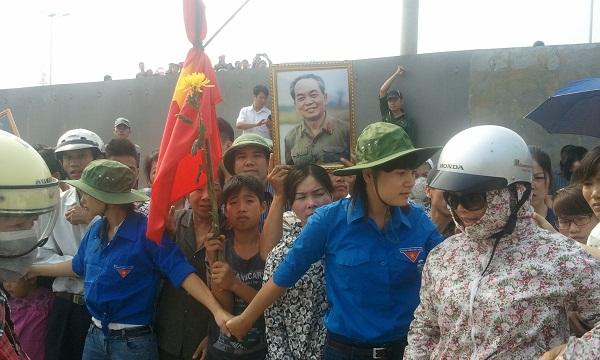 Người dân tại Nội Bài.