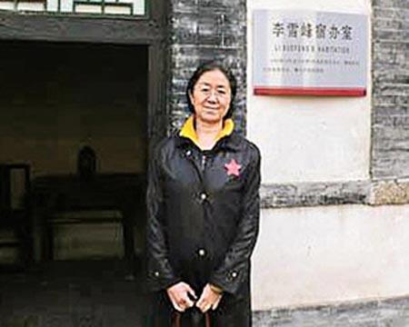 Một bức ảnh khá hiếm hoi của bà Lý trên báo chí kể từ sau khi li hôn với ông Bạc Hy Lai.