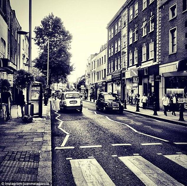 Một góc phố London bên cạn Stamford Bridge