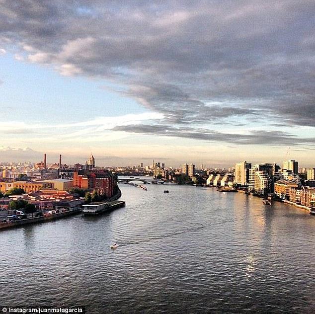 Sông Thames ngày nắng...