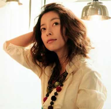 Nữ ca sĩ Miwa Yoshida năm nay đã 47 tuổi và là một danh ca tài năng của Nhật Bản.